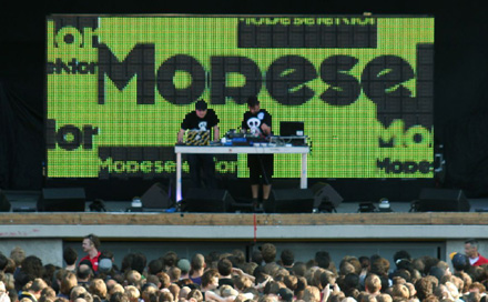 MODESELEKTOR mit Room Division Dreampanel Backdrop in der Wuhlheide