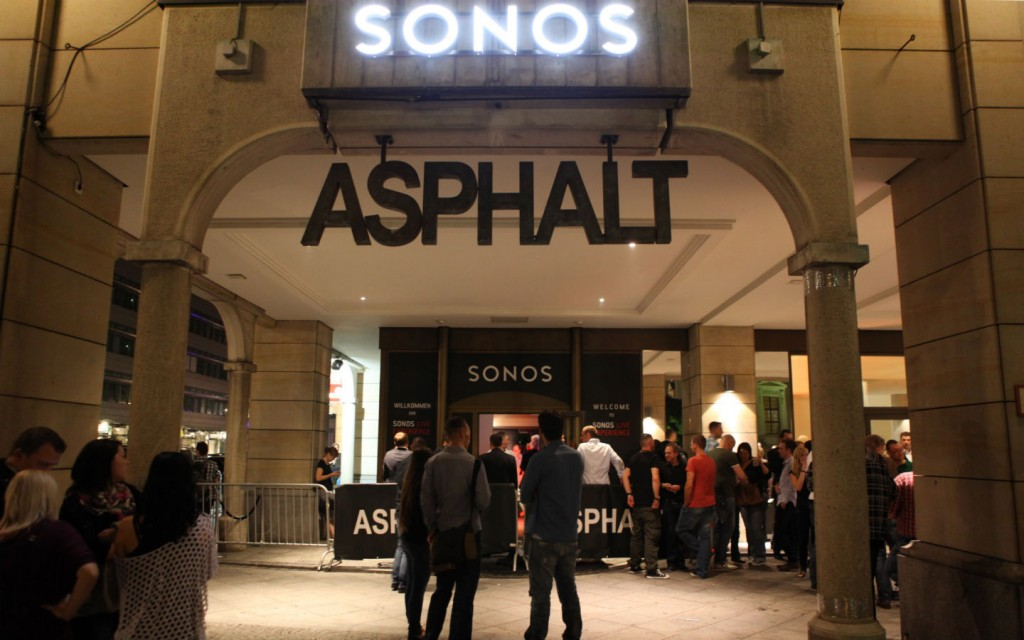 SONOS ASPHALT AFTER SHOW ENTRY AT NIGHT