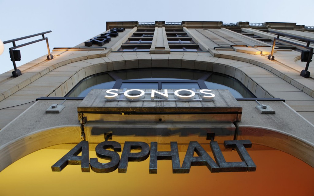 SONOS ASPHALT AFTER SHOW SIGNAGE 02